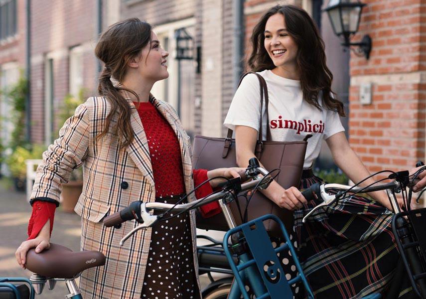 vrouwen op e-bike cortina
